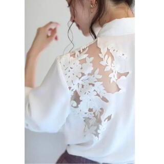カワイイ(cawaii)の美品 cawaii カワイイ 透ける白花刺繍のレースブラウス 白シャツ Fサイズ(シャツ/ブラウス(長袖/七分))
