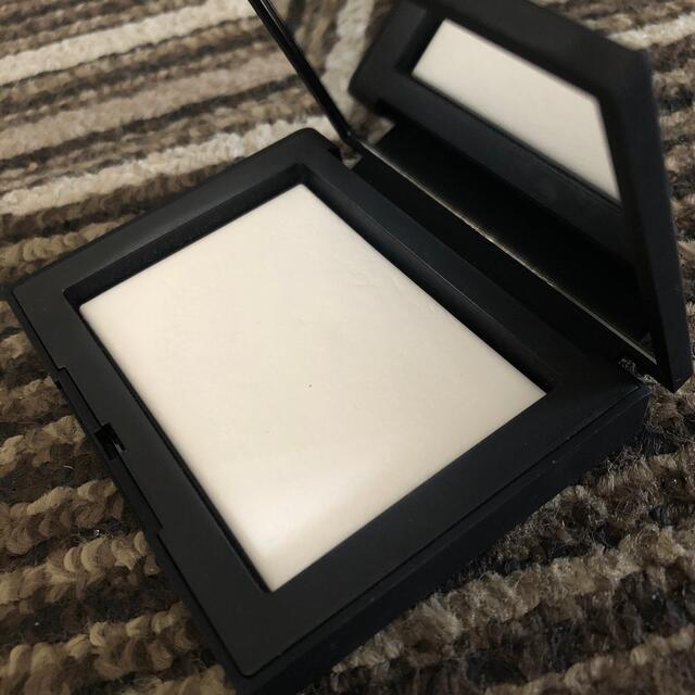 NARS(ナーズ)のNARS ライトリフレクティングセッティングパウダー プレスドN コスメ/美容のベースメイク/化粧品(フェイスパウダー)の商品写真
