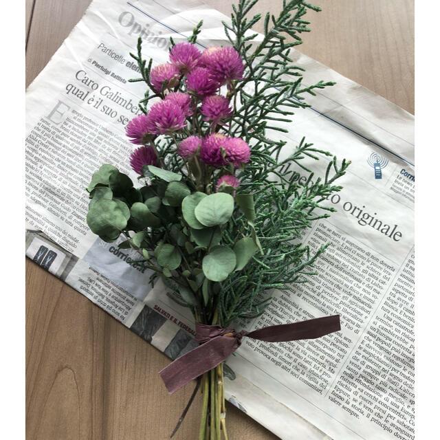 ユーカリと千日紅のグリーンスワッグ、初夏のお花スワッグ 2点 もこた様専用 ハンドメイドのフラワー/ガーデン(ドライフラワー)の商品写真