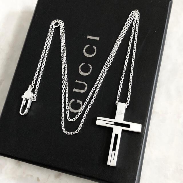 Gucci(グッチ)の正規品 グッチ ネックレス カットアウト クロス シルバー SV925 十字架2 メンズのアクセサリー(ネックレス)の商品写真