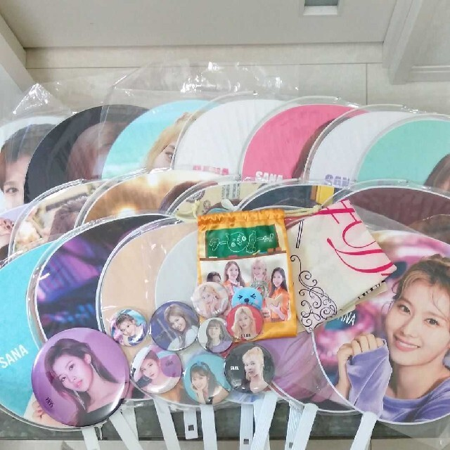 Waste(twice)(ウェストトゥワイス)のTwice サナ 団扇セット エンタメ/ホビーのCD(K-POP/アジア)の商品写真