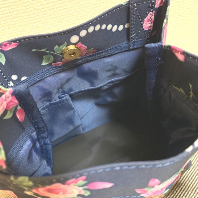Les Merveilleuses LADUREE(レメルヴェイユーズラデュレ)のタグ付き ミニトートバッグ LADUREE レディースのバッグ(トートバッグ)の商品写真