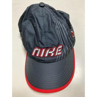 ナイキ(NIKE)のナイキ キャップ帽子(ブラック×レッド)(帽子)