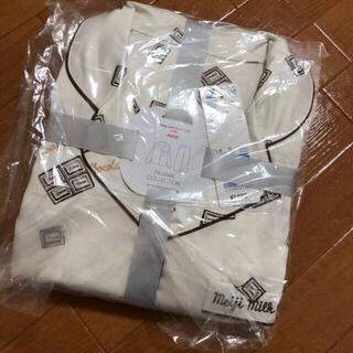 ジーユー(GU)のGU Meijiコラボ サテンパジャマ 板チョコ柄(パジャマ)