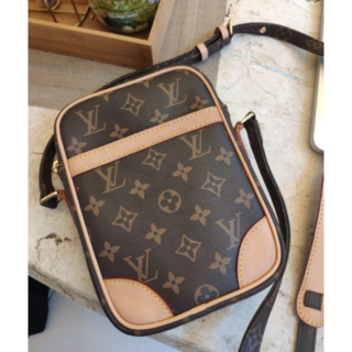 LOUIS VUITTON - ルイヴィトン LOUIS VUITTON ショルダーバッグ