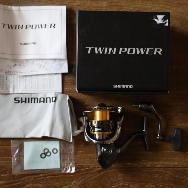 SHIMANO(シマノ)のシマノ 20ツインパワー C3000XG スポーツ/アウトドアのフィッシング(リール)の商品写真