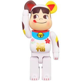 メディコムトイ(MEDICOM TOY)のBE@RBRICK ベアブリック ペコちゃん 福 招き猫  1000%(キャラクターグッズ)