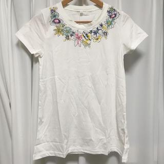 花柄入りTシャツ