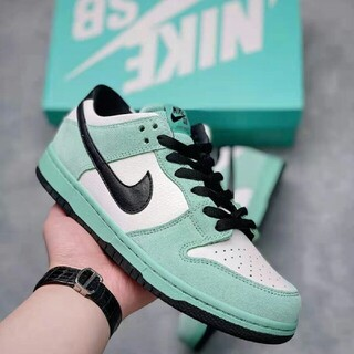 ナイキ(NIKE)の Nike SB Zoom Dunk Low Pro Iw 819674-301(スニーカー)