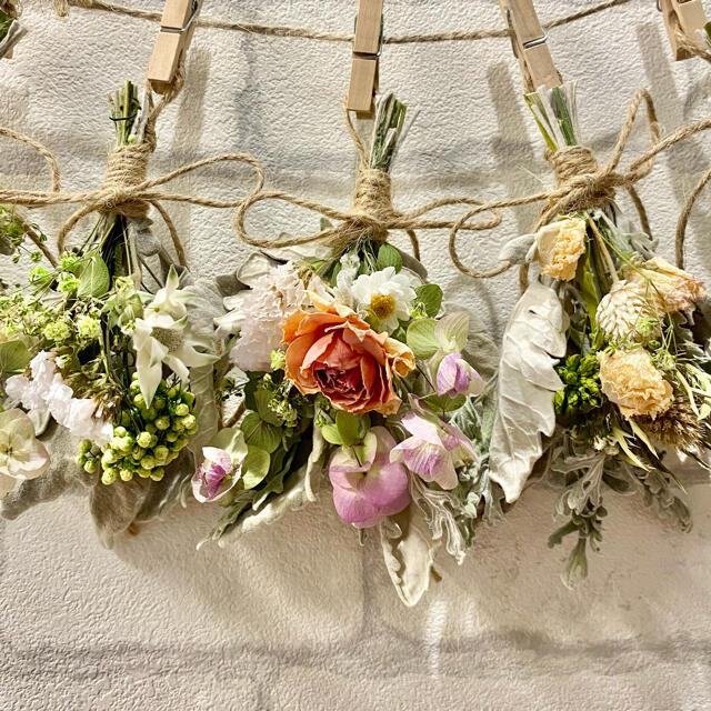 ドライフラワー スワッグ ガーランド❁253 ナチュラル ピンク 白 花束♪ ハンドメイドのフラワー/ガーデン(ドライフラワー)の商品写真