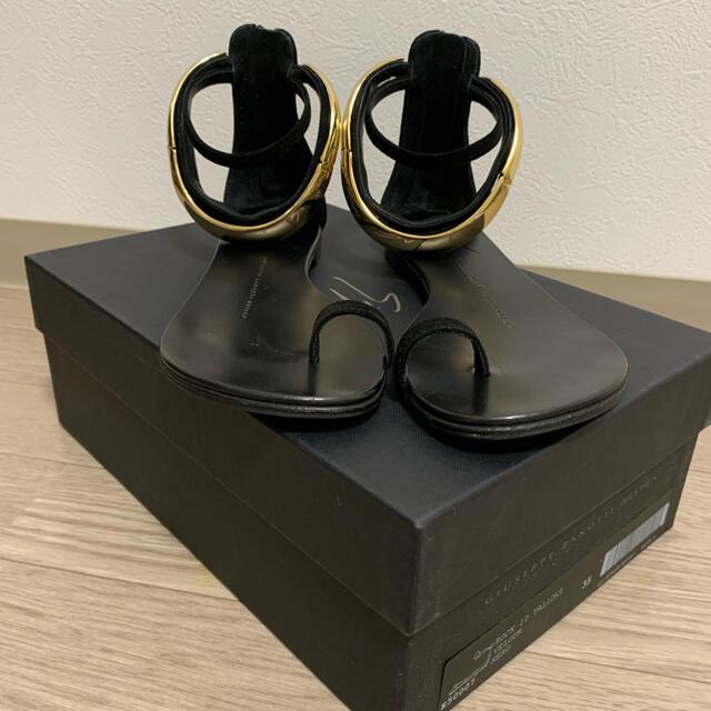 L'Appartement DEUXIEME CLASSE(アパルトモンドゥーズィエムクラス)のL'Appartement GIUSEPPE GOLD ANKLE SANDAL レディースの靴/シューズ(サンダル)の商品写真