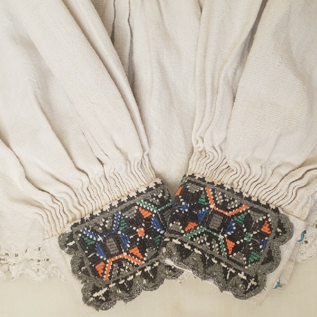 Lochie(ロキエ)のアンティーク ルーマニア刺繍ブラウス レディースのトップス(シャツ/ブラウス(長袖/七分))の商品写真