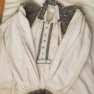 Lochie - アンティーク ルーマニア刺繍ブラウス
