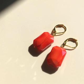 ヴィヴィアンウエストウッド(Vivienne Westwood)の016 一粒ビジュー 長方形 オレンジレッド (赤)  ピアス イヤリング 朱色(ピアス)