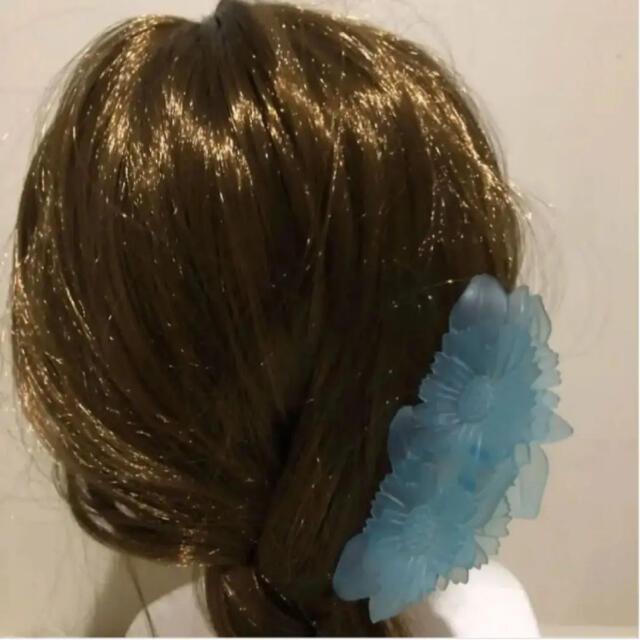 Lochie(ロキエ)のクリアブルー フラワー ヘアクリップ  レディースのヘアアクセサリー(バレッタ/ヘアクリップ)の商品写真