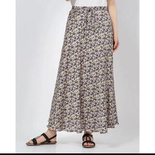 ミラオーウェン(Mila Owen)のフラワープリントサテンロングスカート(ロングスカート)