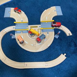 ブリオ(BRIO)のブリオ レールウェイ レール&ロードクレーンセット 33208(電車のおもちゃ/車)