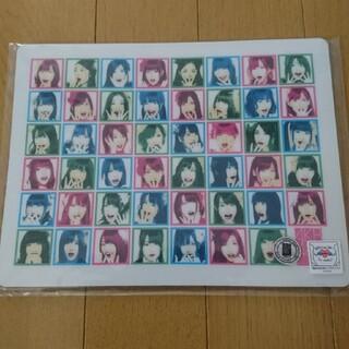 エーケービーフォーティーエイト(AKB48)のAKB48 びっくり顔 マウスパッド(アイドルグッズ)