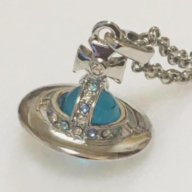 Vivienne Westwood(ヴィヴィアンウエストウッド)のヴィヴィアン タイニーオーブネックレス silver×スカイブルー レディースのアクセサリー(ネックレス)の商品写真
