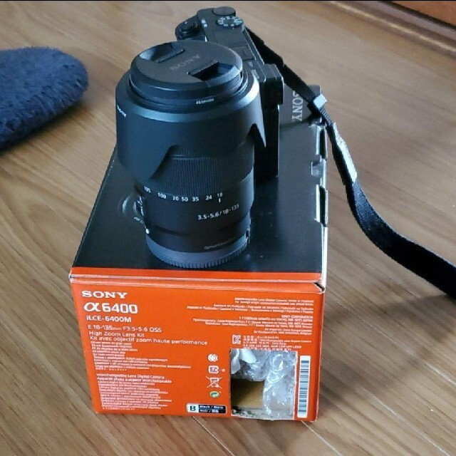 SONY(ソニー)のα6400 高倍率ズームセット E18-135mm F3.5-5.6OSS スマホ/家電/カメラのカメラ(ミラーレス一眼)の商品写真