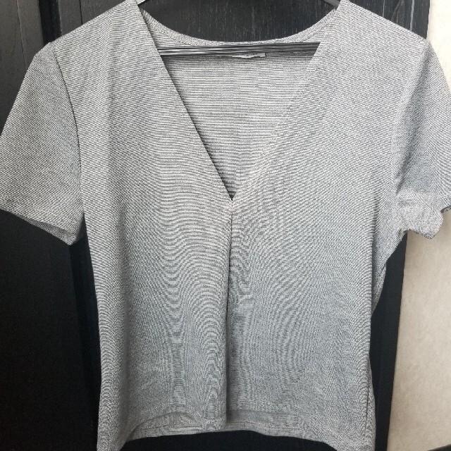 ZARA(ザラ)のグレー Vネック Tシャツ レディースのトップス(Tシャツ(半袖/袖なし))の商品写真