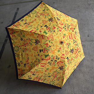 ヴィヴィアンウエストウッド(Vivienne Westwood)のヴィヴィアン ウエストウッド 折りたたみ傘 イエロー×ネイビー 総柄(傘)