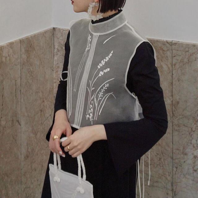 mame(マメ)の【完売】mame kurogouchi シアーベスト【未使用】 レディースのトップス(シャツ/ブラウス(半袖/袖なし))の商品写真
