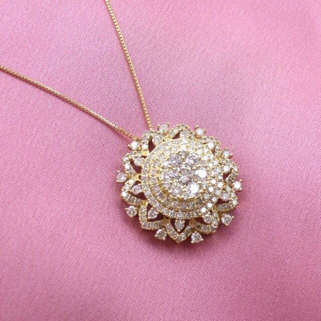 ダイヤモンド D1.40ct  k18 イエローゴールド デザイン ペンダント レディースのアクセサリー(ネックレス)の商品写真