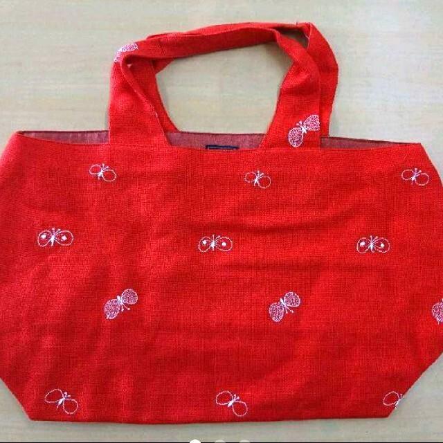 mina perhonen(ミナペルホネン)のミナペルホネン chouchoパニーニバッグ 赤 レディースのバッグ(トートバッグ)の商品写真