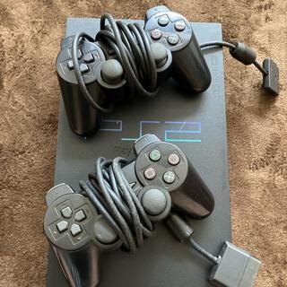 プレイステーション2(PlayStation2)のプレイステーション2本体とコントローラー2個(家庭用ゲーム機本体)