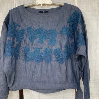 フォーティーファイブアールピーエム(45rpm)の45R シルキーデニム刺繍ブラウス(シャツ/ブラウス(長袖/七分))