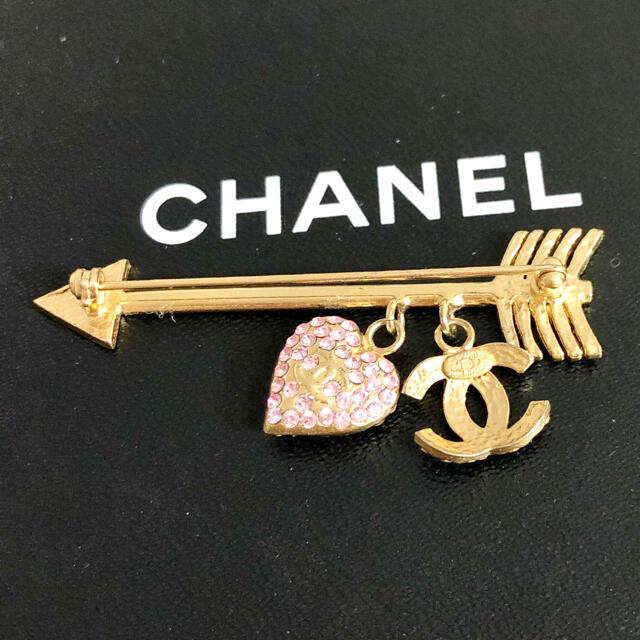 CHANEL(シャネル)の正規品 シャネル ブローチ ハート アロー 矢 ピンク ストーン ココマーク 金 レディースのアクセサリー(ブローチ/コサージュ)の商品写真