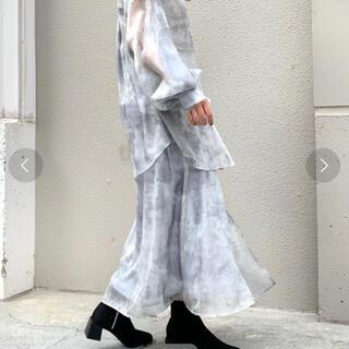 フーズフーギャラリー(WHO'S WHO gallery)のシースルーアシメムラ染め セットアップ(ロングスカート)