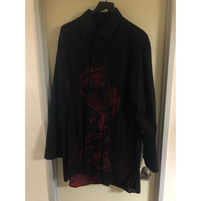 Yohji Yamamoto(ヨウジヤマモト)のBLACKSCANDAL Back Opening Print Shirt薔薇 メンズのトップス(シャツ)の商品写真