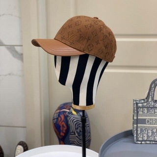ルイヴィトン(LOUIS VUITTON)の大人気  帽子 Louis vuitton(リップライナー)