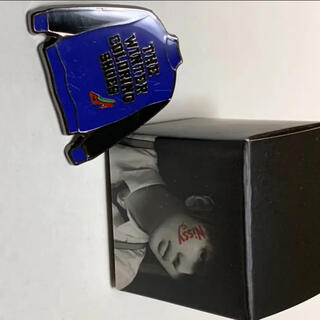 トリプルエー(AAA)のNissy ピンバッジ 箱付き 西島隆弘 AAA(ミュージシャン)