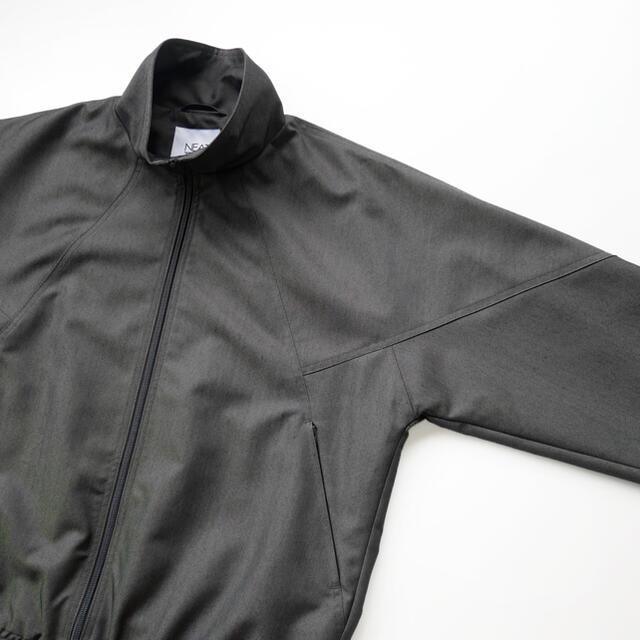 COMOLI(コモリ)のNEAT EUREKA別注 NEATTECH トラックジャケット グレー L メンズのジャケット/アウター(ナイロンジャケット)の商品写真