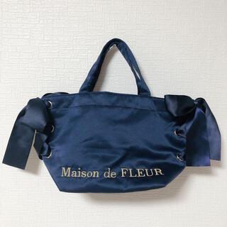 メゾンドフルール(Maison de FLEUR)の【美品】Maison de FLEUR サテンサイドリボントートバッグ ネイビー(トートバッグ)