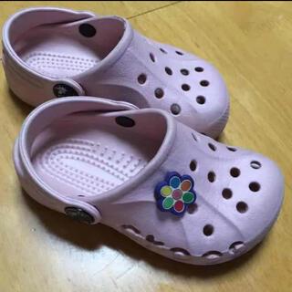 クロックス(crocs)のクロックス 14cm ピンク サンダル 6 7(サンダル)