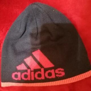 アディダス(adidas)のニット帽子(ニット帽/ビーニー)