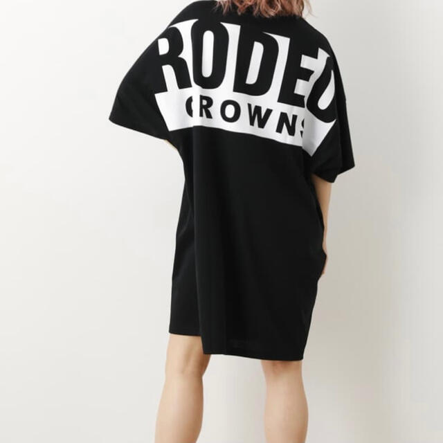 RODEO CROWNS WIDE BOWL(ロデオクラウンズワイドボウル)のビッグボックスロゴTシャツワンピース レディースのワンピース(ひざ丈ワンピース)の商品写真