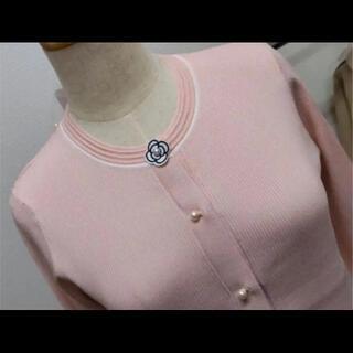 胸元とお袖カメリアが可愛いサラサラカーディガン(カーディガン)