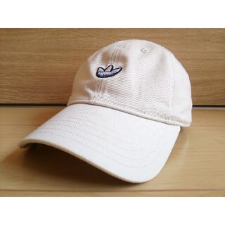 アディダス(adidas)のadidas帽子*レディース*白色キャップ*送料無料アディダス(キャップ)