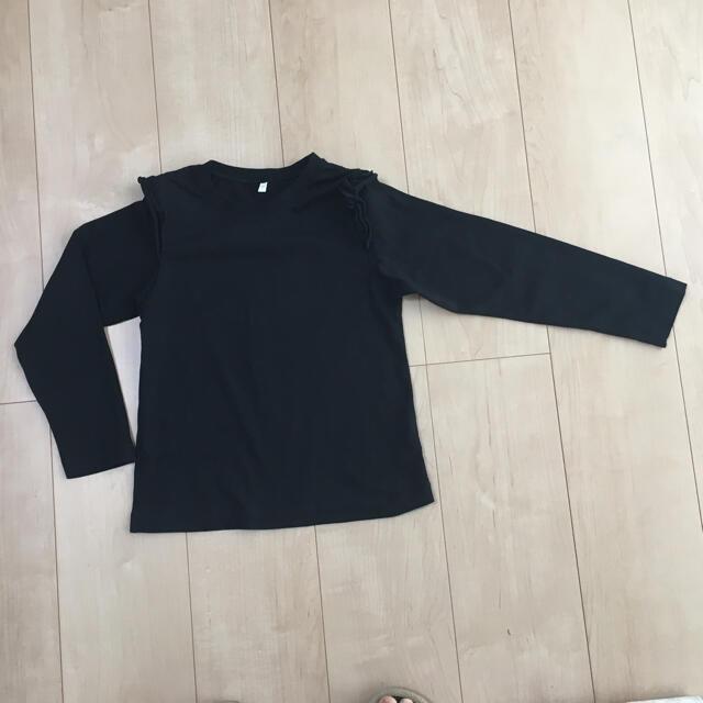 GU(ジーユー)のGU GIRLSフリルT(長袖) 120  ブラック キッズ/ベビー/マタニティのキッズ服女の子用(90cm~)(Tシャツ/カットソー)の商品写真