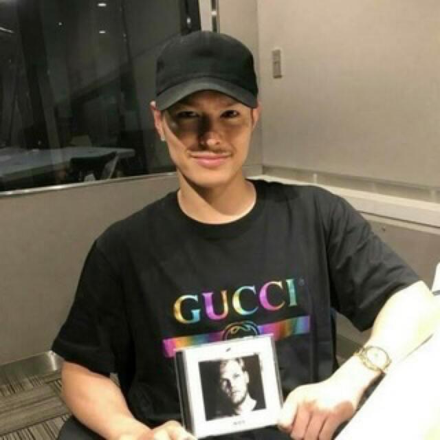 Gucci(グッチ)の国内正規品 グッチ レインボー メタル ロゴ Tシャツ s ブラック 黒 メンズのトップス(Tシャツ/カットソー(半袖/袖なし))の商品写真