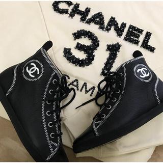 シャネル(CHANEL)のCHANEL♥️ハイカットスニーカー♥️ブラックレザー×白ステッチ♥️35(スニーカー)