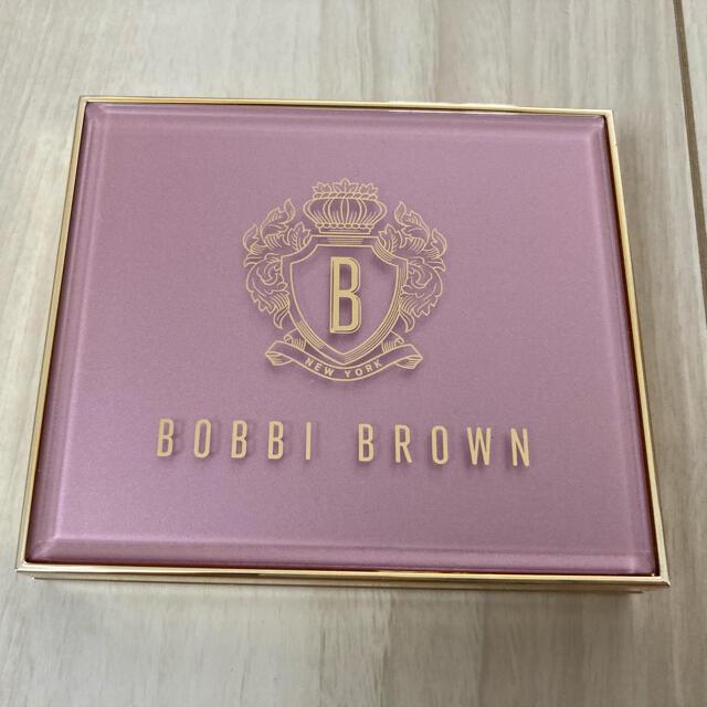 BOBBI BROWN(ボビイブラウン)のボビイブラウン  ピンクグロウ リュクスアイシャドウ パレット コスメ/美容のベースメイク/化粧品(アイシャドウ)の商品写真