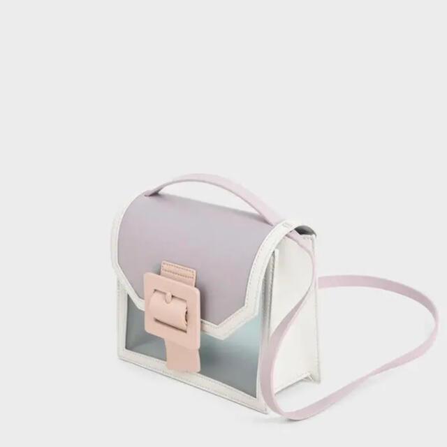 Charles and Keith(チャールズアンドキース)の【新品未使用】CHARLES&KEITH シースルーエフェクトバックルドバッグ レディースのバッグ(ショルダーバッグ)の商品写真