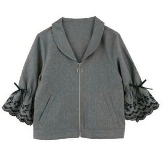 axes femme - スカラップ刺繍袖ブルゾン(グレー)