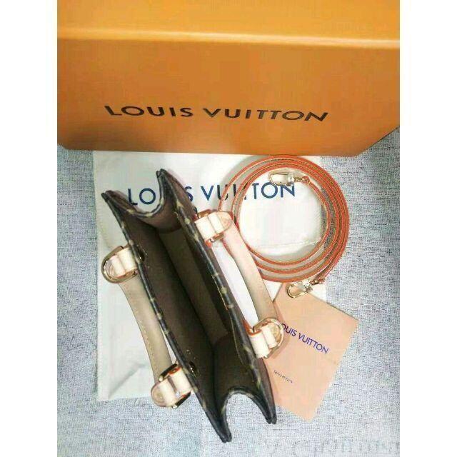 LOUIS VUITTON(ルイヴィトン)のルイヴィトン モノグラム プティットサックプラ レディースのバッグ(ショルダーバッグ)の商品写真